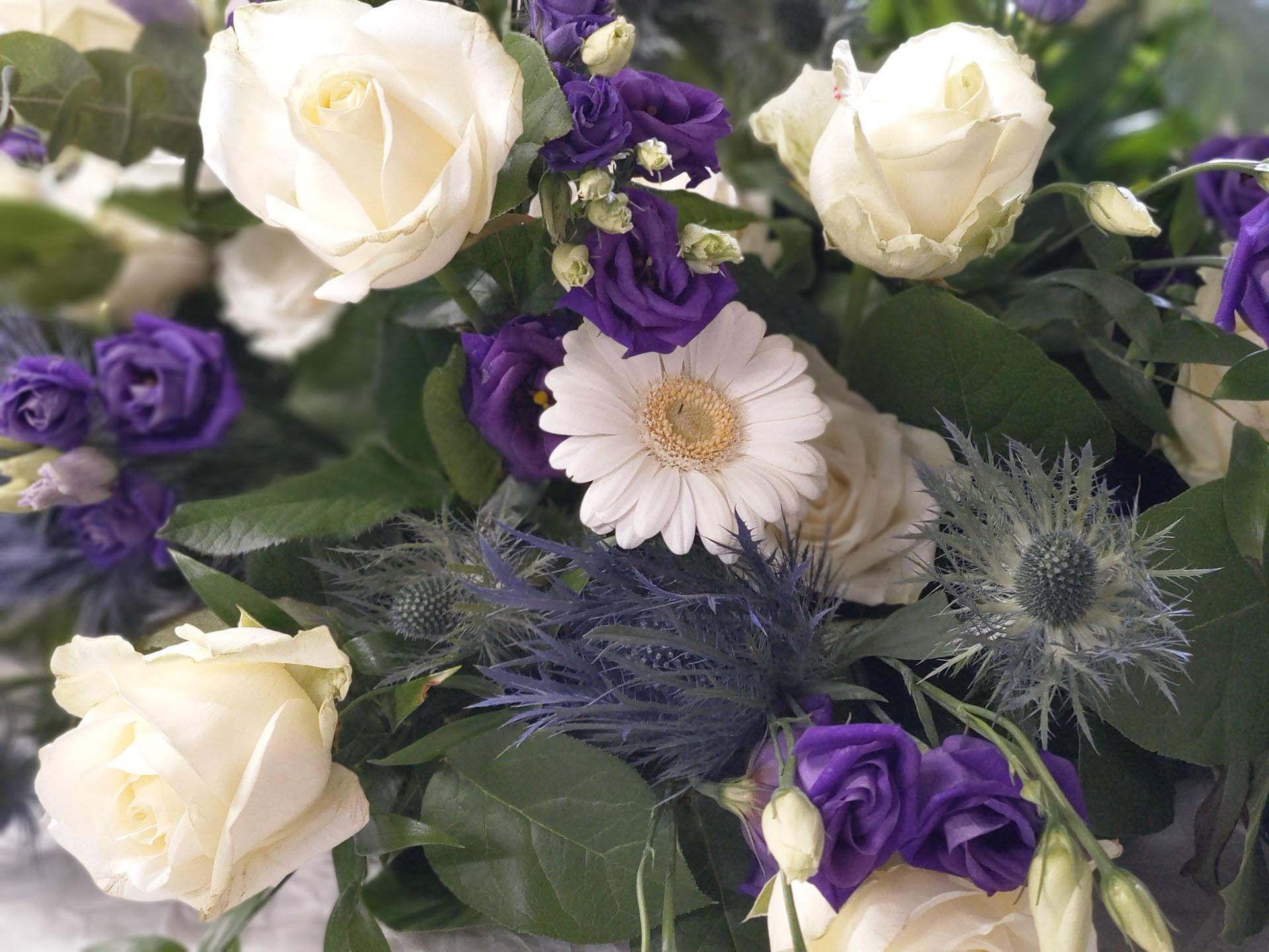 Bloemsierkunst Groeneveld, de bloemist voor rouwstukken, grafwerk, rouwboeket in Haren, Groningen, Eelde, Paterswolde, Glimmen, Onnen, Noordlaren, Helpman