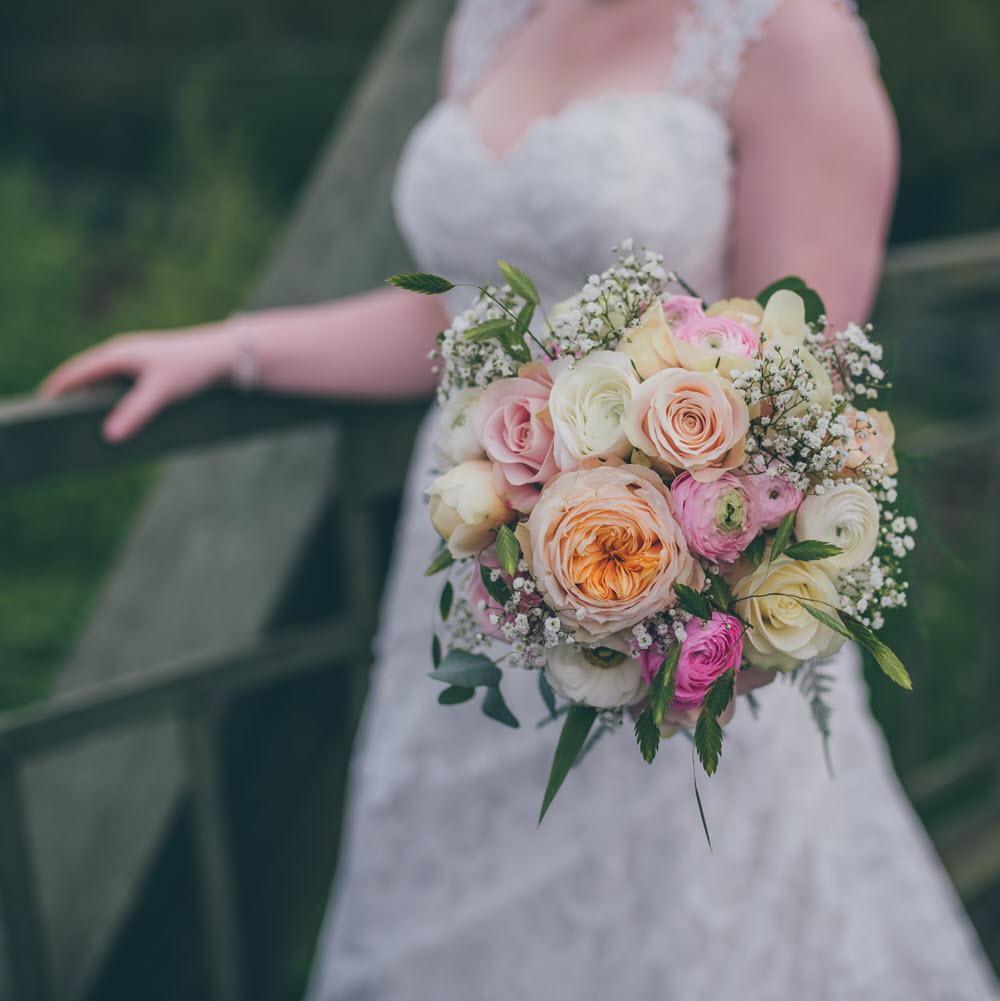 Bloemsierkunst Groeneveld trouwen bruidsboeket