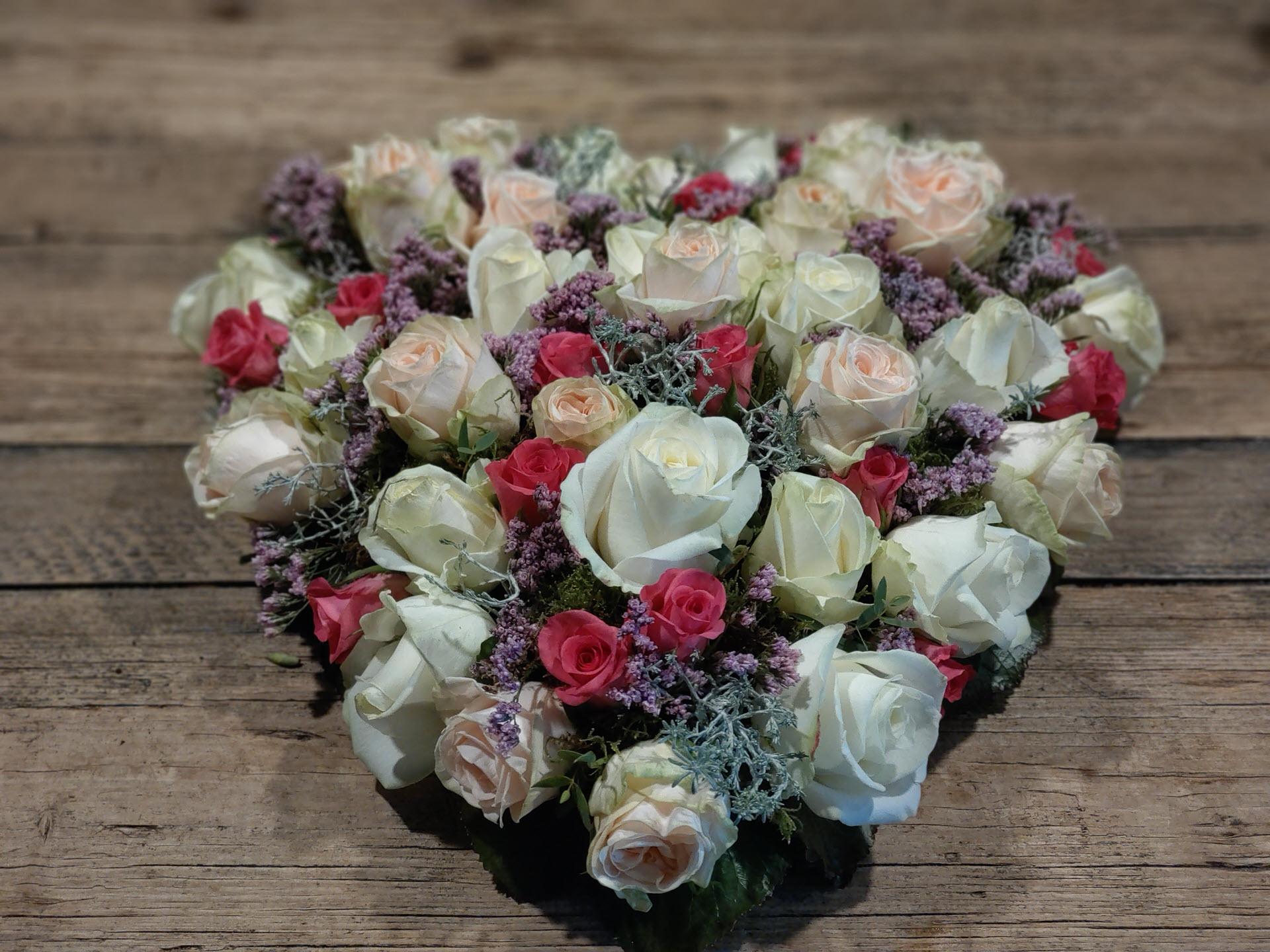 Bloemsierkunst Groeneveld rouwstuk hart